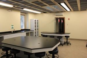 The wet lab can accommodate large groups to perform research.